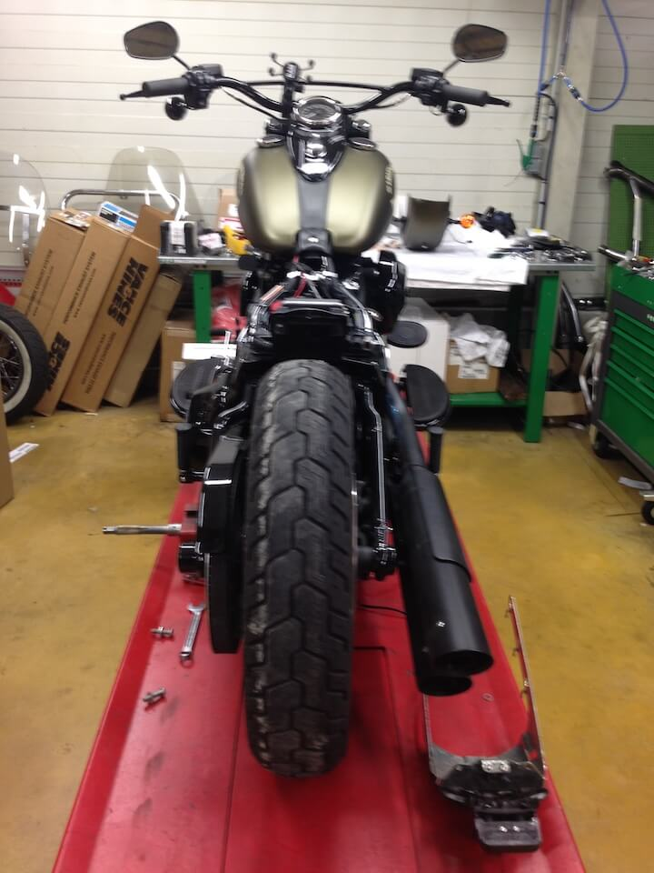 Mit der Harley nach Spanien 2 - Die Reparatur - Werkstatt